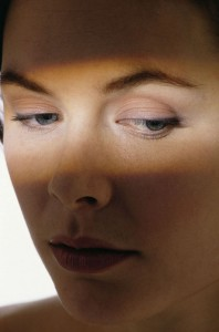 how to remove dark circles under eyes 198x300 Heres How To Remove Dark Circles Under Eyes